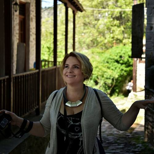 Η Αλιμιώτισσα Μαρία Αραμπατζάνη επιμελείται την έκθεση φωτογραφίας «Δημόσιες χώρες»
