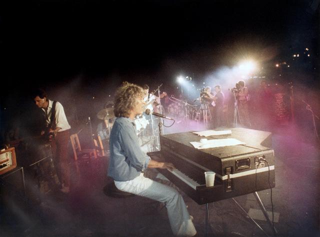 """Σαν σήμερα, 34 χρόνια πριν, έγινε το """"Πάρτυ στη Βουλιαγμένη"""" του Λουκιανού"""