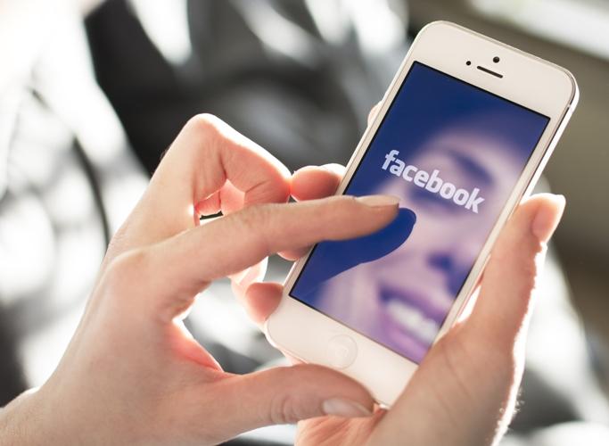 Έρευνα αποκαλύπτει τι κάνουν οι Έλληνες στο Facebook